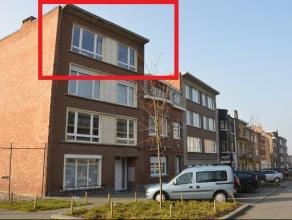 Volledig gerenoveerd appartement op de 3e verdieping, met 2 slaapkamers, ingerichte badkamer en keuken met terrasje. Indeling appartement : inkomhal m