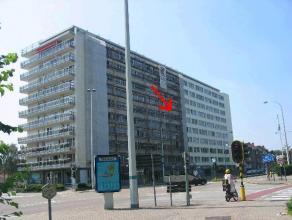 Appartement met 2 slaapkamers in gerenoveerd gebouw op de 5e verdieping, met terras. Indeling appartement : hal, 1e slaapkamer, living met aparte keuk