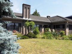 Welgelegen  BUNGALOW met 3 slaapkamers, garage en tuin op 7 are 29 ca. Indeling: inkom, vestiaire, apart wc, ruime living met open haard, ingerichte k