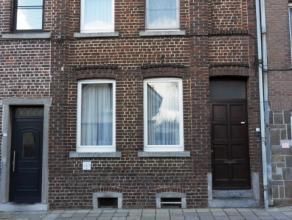 Op te frissen RIJWONING op 3 are 27 ca met 2 tot 4 slaapkamers. <br /> Ind: inkom met leefruimte, salon, in te richten keuken, apart zitplaats, badkam
