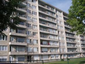 Appartement in het centrum van Landen, gelegen op het 7de verdiep.  Het appartement is bestaande uit een inkomhal, woonkamer met eetplaats, keuken, ba