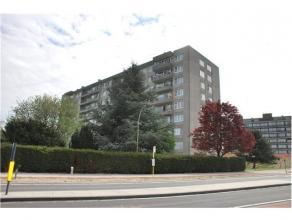 Penthouse met prachtig zicht voor- en achteraan, gelegen op het 9de verdiep.  Het penthouse omvat een inkomhal gelijkvloers, een inkomhal privatief, t
