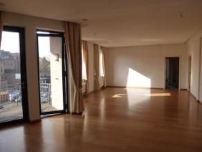 Mooi ingericht- en afgewerkt appartement met veel lichtinval! Rustig en heel centraal gelegen aan de kleine ring. Winkels en openbaar vervoer in de o