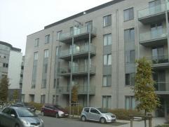 Recent appartement te Hasselt. Dit appartement op de derde verdieping bestaat uit twee slaapkamers, een ingerichte keuken en badkamer, living, berging