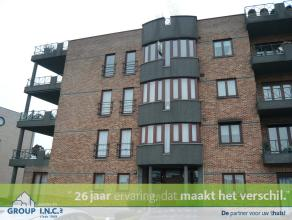 Dit ruime appartement op de 3de verdieping te Genk heeft een oppervlakte van 123m² en bestaat uit een inkomhal, living, keuken, badkamer, toilet,