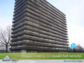 Dit gezellige appartement op de 3de verdieping te Hasselt bestaat uit een inkomhal met vestiare, keuken, ruime living met eetkamer, 2 slaapkamers, bad