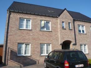 Dit gunstig gelegen appartement bestaat uit een inkomhal, living, keuken, berging, wasplaats, toilet, badkamer, 2 slaapkamers, een terras en 2 autosta