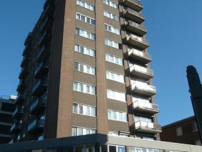 Dit gemeubelde appartement ligt op de 9de verdieping en bestaat uit een inkomhal, living, keuken, badkamer en 2 slaapkamers en een terras. Er is onder