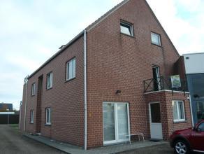 Ruim appartement van 109 m² op de 1ste verdieping met een ingerichte keuken, living, badkamer, 2 slaapkamers, berging, kelder, terras en garage.