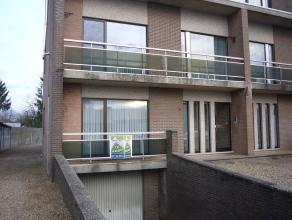 Dit gelijkvloerse appartement bestaat uit een living, keuken, hal, toilet, badkamer, 3 slaapkamers, garage en kelder.