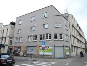 Goed gelegen appartement op de derde verdieping. Het appartement bestaat uit twee slaapkamers, een ingerichte keuken en badkamer, living, berging en e