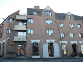 Dit gezellige appartement (1ste verdieping) op wandelafstand van het centrum van Genk bestaat uit een living, keuken, berging, toilet, badkamer, 1 sla