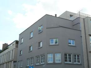 Appartement op de tweede verdieping met ingerichte keuken en badkamer, living, 2 slaapkamers en berging. De ligging is zeker een extra troef. De vaste