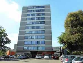 Dit ruim gerenoveerde appartement op de 2de verdieping bestaat uit een living, keuken, toilet, berging, badkamer, 3 slaapkamers en een balkon. Ondergr