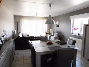 Een gunstig gelegen appartement nabij het centrum van Hechtel. Dit appartement op de eerste verdieping bestaat uit een inkomhal, living, berging, inge
