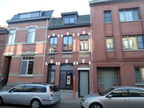 Vrij - te bezichtigen via kantoor.<br /> <br /> Volledig gerenoveerd en instapklaar woonhuis, 115 m², gelijkvloers, verdiep 1 en 2, met hal, bure