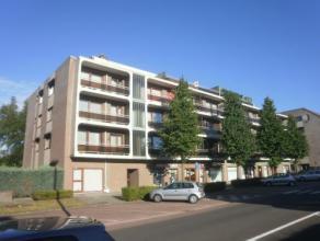 Vrij - te bezichtigen via kantoor<br /> <br /> Appartement, 116 m², 1ste verdiep, met hal, living, keuken (keukenkasten, spoelbak, dampkap, keram