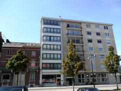 Dit zeer ruim, in 2011 duurzaam gerenoveerd appartement, beschikt over  - een nieuwe keuken met nieuwe keukentoestellen, vaatwasser, frigo  - een ni