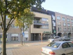 Vrij - te bezichtigen via kantoor.  Dakappartement, 120 m², 4de verdiep, met hal, living, keuken (keukenkasten, spoelbak, keramische kookplaat,