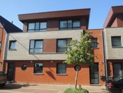 Vrij 01.11.2014 - te bezichtigen via kantoor.  Woonhuis, 159 m², gelijkvloers, verdiep 1 en 2, met hal, living, keuken (keukenkasten, dubbele s