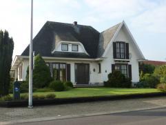 Op te frissen woning met mooie tuin, gelegen kortbij het centrum van Beringen en vlakbij de op/afrit van de autosnelweg. Indeling: Gelijkvloers: inko