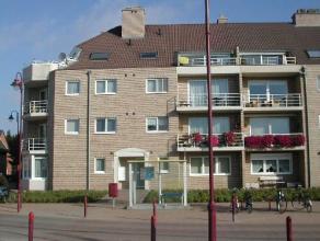 Vrij onmiddellijk - te bezichtigen via kantoor <br /> Appartement, 95 m², gelijkvloers, met hal, living, keuken (keukenkasten, spoeltafel, dampka