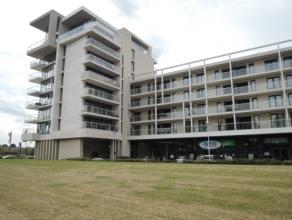 Vrij - te bezichtigen via kantoor.  Appartement, 100 m², 3de verdiep, met hal, living, keuken (keukenkasten, spoelbak, dampkap, keramische kook