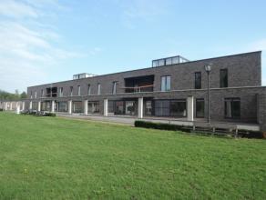 Vrij - te bezichtigen via kantoor.<br /> <br /> Appartement, 102 m², nieuwbouw, instapklaar, 1ste verdiep, met hal, living, keuken (keukenkasten,
