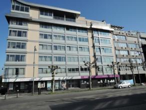 Vrij - te bezichtigen via kantoor.<br /> <br /> Appartement gelegen in het stadscentrum van Hasselt, aan het Kolonel Dusartplein, 130 m², 2de ver