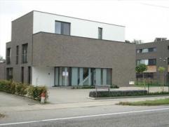 Luxe duplex app. Nr. 04 - 1Â+2ÂVerd. rechts. Bestaande uit hall, leefruimte (34 m²). Groot schuifraam geeft toegang tot overdekt terr