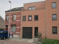 """Recent woonhuis gelegen nabij de Sint Truidersteenweg, Res.: """"Mariposa"""". Bestaande uit hall, apart toilet, living met kookhoek (kasten, enkele afwasba"""
