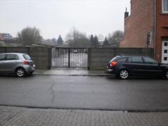 Garage Nr. 6 gelegen te Runkst. Deze garage is bereikbaar via een gemeenschappelijke ingangspoort met automatische poortopener. Vrij (*). Bezichtiging