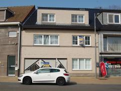 Recente gezinswoning met 4 slaapkamers te Beverlo Centrum !  Deze woning is ingedeeld als volgt : ruime inkomhal met wasplaats en berging - aparte bu