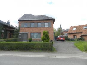 Hasselt: Goed gelegen woning met 3 slpks.<br /> <br /> In een mooi gelegen omgeving treffen we deze gezellig instapklare woning met 3 slpks.Voor meer