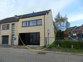 Hasselt: Zeer energiezuinig nieuwbouwwoning te huur met 3 slpks en tuin.<br /> <br /> Aangenaam gelegen woning nabij diverse warenhuizen, winkels en o