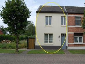 Hasselt: Knap instapklaar half open bebouwing woning dat gelegen is aan de grote ring van Hasselt. Deze woning situeert zich in een zeer aangename buu
