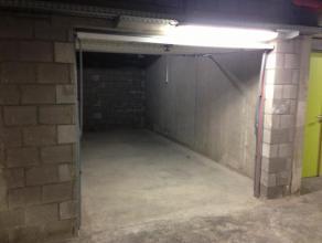 Ruime afgesloten garagebox (21m²) gelegen in de ondergrondse parking van Residentie Hassaporta, op wandelafstand van het centrum. Voorz. van manu