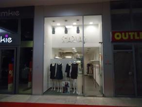 Volledig gerenoveerd en luxueuse ingericht handelspand gelegen in het centrum van Genk (Shopping III) met een totate oppervlakte van 60 m² - geli