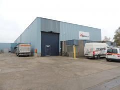 Goede gelegen bedrijfsruimte met kantoren gelegen op het industrie terrein Centrum Zuid te Houthalen. Indeling: 300 m² kantoren, magazijn 350m&s