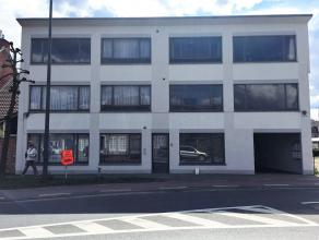 Goed gelegen 2 slaapkamer appartement met een oppervlakte van 91 m²  gesitueerd op de eerste verdieping in het hartje van Lommel centrum. Indelin