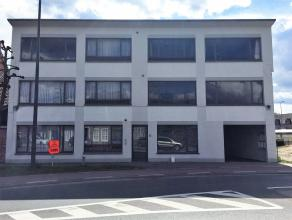 Goed gelegen 2 slaapkamer appartement met een oppervlakte van 97 m²  gesitueerd op de eerste verdieping in het hartje van Lommel centrum. Indelin