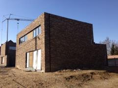 Het Kleiveld is een modern woonproject dat voorziet in de bouw van 5 ruime ecologische lage-energiewoningen in halfopen of open bebouwing. De woonoppe