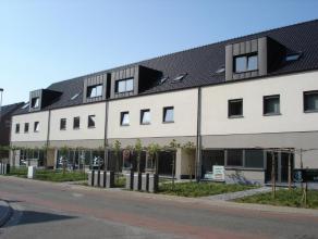 9 Ondergrondse parkeerplaatsen in Residentie Emilia Het betreft de parkeerplaatsen P2-P10-P14-P16-P18-P19-P23-P25- P26. Er is tevens 1 kelder te huur.