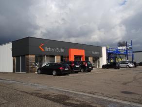 Handelsruimte van 1000m² gelegen op een uiterst commerciële locatie aan de bekende winkelboulevard tussen Hasselt en Genk. Buren zijn de Axi