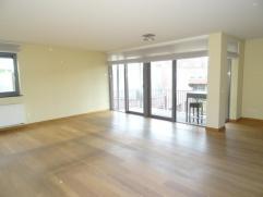 Zeer centraal en leuk gelegen instapklaar appartement ( 116 m²) voorzien van alle comfort. Dit appartement gelegen op de 3e en tevens dakverdiepi