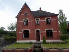 Pal in het centrum van Lummen biedt deze voormalige dokterswoning met  exclusieve  uitstraling  tal van mogelijkheden  als privé-woonst enerzij