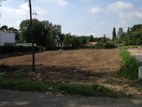 Deze prachtige open bouwgrond van 26a82ca is gelegen aan de Hasseltweg in Genk, vlakbij  het Domein Bokrijk. Een unieke locatie op de grens van Hassel