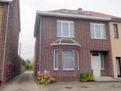 Goed gelegen appartementsgebouw op 8a50ca, dichtbij het centrum van Bilzen. Het gebouw omvat 2 appartementen, waarvan één duplex. Gemeen