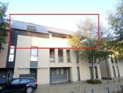 Uniek penthouse met een ruim terras. Gelegen dichtbij het centrum van Bilzen, op wandelafstand van het station en de nieuwe winkelboulevard. De indeli
