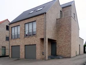 Ruim duplexappartement van 104,4m² is gelegen op korte wandelafstand van het centrum in een recent gebouwde kleinschalige residentie van slechts